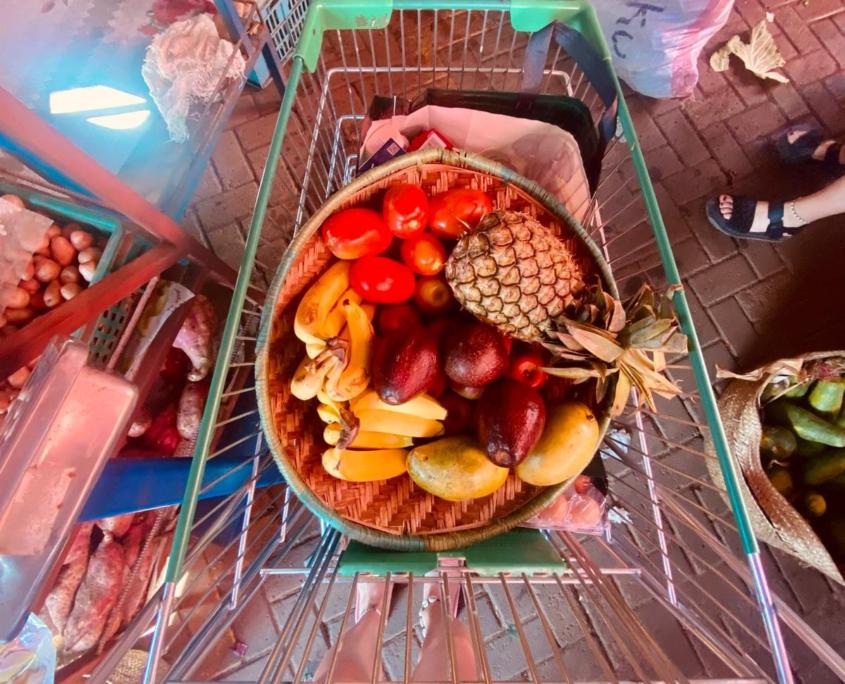 Winkelwagentje met fruit